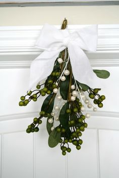 DIY Mistletoe by House of Smith's
