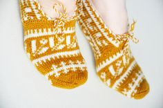 Your place to buy and sell all things handmade Knitted Slippers, Slipper Socks, Knitting Socks, Hand Knitting, Cultural Patterns, Turkish Design, Wool Yarn, Happy Shopping, Gloves