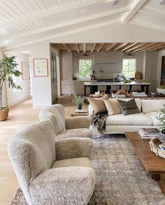 Luxury Homes Interior, Home Interior Design, Interior Decorating, Interior Colors, Interior Plants, My Living Room, Home And Living, Living Room Decor, Modern Living