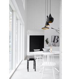 Zwart-wit minimalistisch huis vol met beton