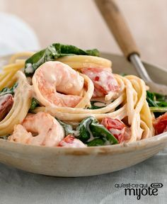 Shrimp In-Love Pasta – Our Shrimp-in-Love Pasta recipe is ridiculously delicious, requires just five ingredients and is ready to eat on your dinner table in only 20 minutes. Shrimp Dishes, Shrimp Recipes, Pasta Dishes, Fish Recipes, Pasta Recipes, Dinner Recipes, Cooking Recipes, Healthy Recipes, Shrimp Pasta