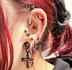 Ear Jewelry, Cute Jewelry, Body Jewelry, Pretty Ear Piercings, Face Piercings, Aesthetic Grunge Outfit, Grunge Jewelry, Piercing Tattoo, Body Mods