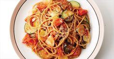 [라따뚜이 파스타] 토마토소스를 사용하는 대신 방울토마토를 듬뿍 넣었는데요, 익으면서 과즙이 나와 소스 역할을 한답니다.