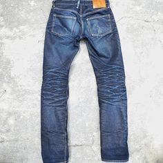 "Reposting @classylandco: ... ""Can't get enough of that sweet sweet honey. . Elsig I 15oz unsanforized . 1 years, 0 washes . @dasaoctalitando #classylandco #elsigI#heddels #rawdenim #selvedge #darahkubiru#indonesia #drydenim #denimhead #denimporn#workwear#vintage"""