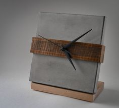 Time Square Betonuhr Source by Concrete Crafts, Concrete Wood, Concrete Projects, Concrete Design, Wood Crafts, Diy Wood, Industrial Clocks, Wood Clocks, Diy Clock