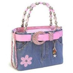 Too bad the original link doesn't work - I would love the instructions for this Cute Denim Purse Más Denim Handbags, Purses And Handbags, Bag Quilt, Blue Jean Purses, Sewing Jeans, Denim Purse, Denim Jeans, Blue Jeans, Diy Handbag