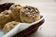 Solsikkebrød med gulerødder - opskrift på solsikkeboller i muffinsform