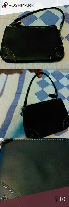"""Franklin Covey wristlet Black real leather. Can remove strap. Measures 7 1/2"""" x 5"""". Cute size for your essentials!!! In great shape. Franklin Covey Bags Clutches & Wristlets"""