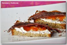 Pan tostado, queso filad., mermelada de tomate, anchoa y rallar chocolate 70%