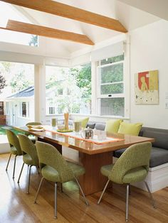 Casual dining: window seating bench style + chairs