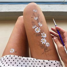leg painting body art Artist Uses Her Own Thigh as a Canvas for Stunning Ink Drawings Body Art Tattoos, Small Tattoos, Tattoos For Guys, Tattoos For Women, Body Painting Artists, Leg Painting, Body Paint Art, Belly Painting, Artist Aesthetic