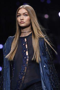 Gigi Hadid    Versace S/S 2017, Milan Fashion Week (September 23, 2016)
