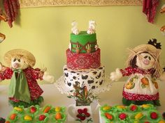 Farm Cake with bandana and cow patterns #farmparty #cake