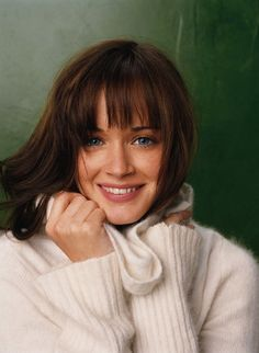 Urbane Alexis Bledel Magnificent Hairstyles Starred as Kim in Girl Walks Into a Bar Cabelo Rory Gilmore, Estilo Rory Gilmore, Rory Gilmore Hair, Gilmore Girls, Selena, Alexis Bledel, Mi Long, Famous Faces, Pretty People
