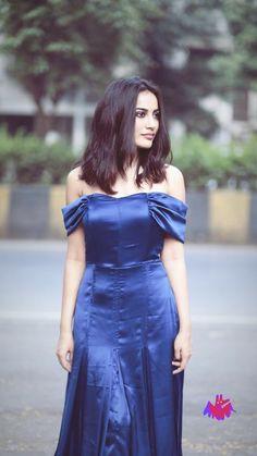 Satin Skirt, Dress Skirt, Bodycon Dress, Indian Show, Tie Dye Maxi, Indian Heritage, Beautiful Actresses, Indian Beauty, Desi