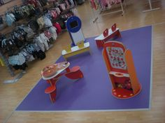 Magasin de vêtements. #espace #enfant #magasin #vêtements #coin #repos #bébés #bambins