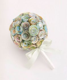 Bouquet of Maps - Is there a spot (where you met? where he proposed?) that has a special meaning to you and your fiance? Give a special nod to that place by carrying a handmade arrangement of paper roses crafted with recycled maps.