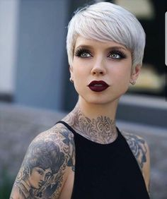 @saraontheinternet owns this platinum pixie Double tap if you think so too! #hotonbeauty