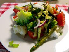 lauwe groenten: bloemkool, broccoli, asperges en tomaten