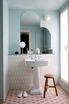 Ideas bath room hotel modern art deco for 2019 Hotel Bathroom Design, Art Deco Bathroom, Bathroom Floor Tiles, Bathroom Design Small, Bathroom Layout, Bathroom Colors, Bathroom Interior, Bath Design, Mirror Bathroom