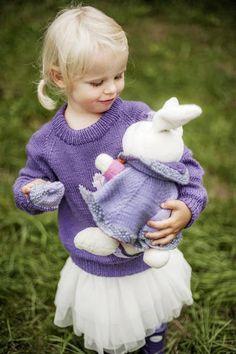 1418: Modell 4 Frøken kanin genser  #Karsten #Petra #Løveungen #FrøkenKanin #strikk Petra, Jumpers, Sweaters, Stapler, Scale Model, Jumper, Sweater, Sweatshirts, Pullover Sweaters