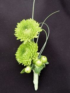 Green Mum Boutonniere - I LOVE THESE FLOWERS