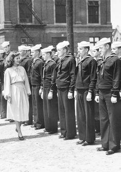 Vintage Sailor, Vintage Men, Vintage Photographs, Vintage Photos, Paulette Goddard, Navy Chief, Merchant Marine, Navy Sailor, Old Hollywood Stars