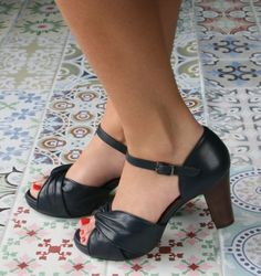 FAVE DARK NAVY :: SANDALS :: CHIE MIHARA SHOP ONLINE