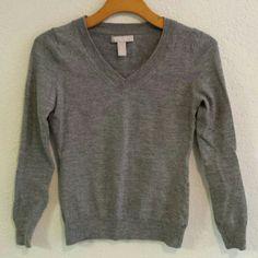 Banana Republic Sweater Gray Banana Republic sweater. Very soft. Extra fine merino wool. Thicker to keep you nice and warm. Great condition. Banana Republic Sweaters V-Necks