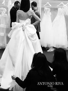 Antonio Riva espone alla settimana della moda sposa italiana dedicata alle collezioni 2017.