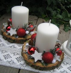 Vánoční svícen na dřevěné podložce 2 / Zboží prodejce Silene Weihnachtskerzenhalter auf Holzsockel 2 / Verkäuferwaren Silene Christmas Candle Decorations, Christmas Crafts For Gifts, Christmas Candles, Christmas Wood, Simple Christmas, Handmade Christmas, Christmas Wreaths, Christmas Ornaments, Deco Table Noel