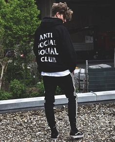 10 Mens Streetwear Outfits to copy now Look Fashion, Mens Fashion, Fashion Outfits, Style Japonais, Vans Outfit, Casual Fall Outfits, Streetwear Fashion, Streetwear Brands, Types Of Fashion Styles
