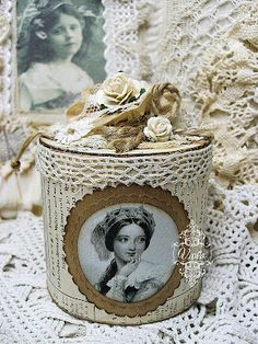 Shabby Chic Inspired: altered box made from empty sticky tape roll Cajas Shabby Chic, Shabby Chic Crafts, Vintage Crafts, Shabby Vintage, Shabby Chic Style, Altered Tins, Altered Bottles, Altered Art, Manualidades Shabby Chic