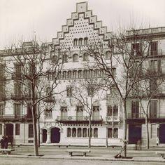 Casa Amatller, arquitecto Josep Puig i Cadafalch  fotografía de la fachada principal r realizada en 1900 por Pablo Audouard, fotógrafo que retrató la Barcelona de finales del siglo XIX y principios del XX.