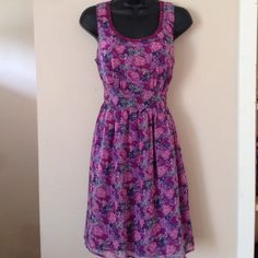 Forever 21 Floral Dress Size M Pretty floral dress from Forever 21, ties in the back. Size medium Forever 21 Dresses