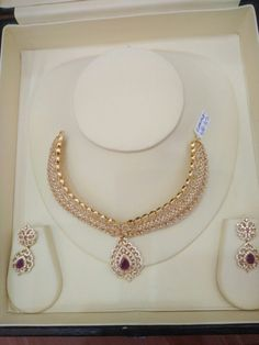 Indian Wedding Jewelry, Bridal Jewelry, Beaded Jewelry, Gold Jewelry Simple, Stylish Jewelry, Gold Jhumka Earrings, Gull, Glitters, Necklace Set