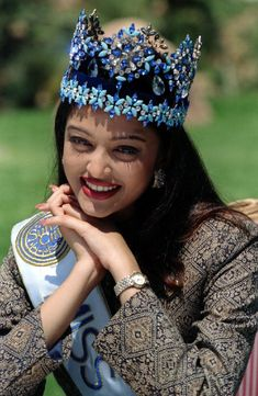 Aishwarya Rai Bachchan the beauty of Bollywood is a very famouse Indian cinema actress. She was the first runner-up of the Miss India pageant and the winner of the Miss World pageant of She Aishwarya Rai Young, Aishwarya Rai Photo, Actress Aishwarya Rai, Aishwarya Rai Bachchan, Bollywood Actress, Deepika Padukone, Amitabh Bachchan, Bollywood Fashion, Indian Celebrities