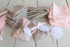 ballotins dragées Liberty katie and millie pastel baptême Wedding Gift Boxes, Wedding Favors, Wedding Gifts, Toulouse, Pink Fabric, Business For Kids, Christening, Heart Shapes, Christmas Stockings