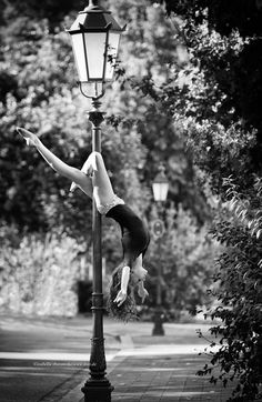 Pole Dance and Pole Fitness - Pole Dance Art Photos, Best Dance Pole To Buy, Pole Dancing Weight Limit Pole Dance Fitness, Pole Dance Moves, Pool Dance, Dance Choreography, Dance Poses, Pole Dancing, Barre Fitness, Dance Workouts, Fitness Exercises