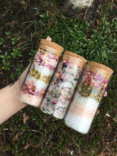 Kosmetik Shop, Savon Soap, Soaps, Wine Gift Baskets, Relaxed Wedding, Diy Gifts, Handmade Gifts, Himalayan Pink Salt, Soap Recipes