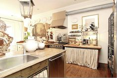 unfitted kitchen (Donna Temple Brown)