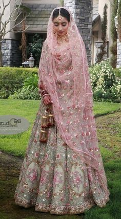 Ideas For Punjabi Bridal Wear Brides Pakistani Dresses Wedding Lehnga, Indian Bridal Lehenga, Indian Bridal Outfits, Bridal Lehenga Choli, Pakistani Wedding Dresses, Indian Designer Outfits, Indian Dresses, Pink Lehenga, Punjabi Wedding Suit