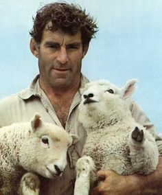 Rugby and sheep - New Zealand. Colin Meads - legendary All Black and farmer, New Zealand British Lions, All Blacks Rugby, New Zealand Houses, Photo Portrait, Kiwiana, Rugby World Cup, Rugby Players, The Shepherd, Portraits