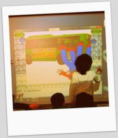 """Öppen källkod i förskolan – #PedagogMalmo. På förskolorna. TuxPaint och GCompris på förskolor, två open source-program anpassade för yngre barn. Tuxpaint som används på bilden ovan är ett rit- och skrivprogram och Gcompris är en pedagogisk programvarusvit med 135 aktiviteter för barn mellan 2 och tio år. Scratch är gjort för att lära barn att programmera. Det är ett visuellt programmeringspråk utvecklat på MIT av """"The Lifelong Kindergarten group""""."""