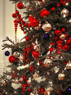 Patriotic Red, White and Blue Christmas Tree.  http://www.hgtv.com/decorating-basics/15-christmas-tree-decorating-ideas/pictures/page-8.html?soc=pinterest