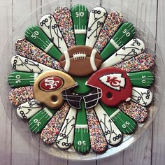 Are you ready for the big game? Seriously y'all, I am just there for the commercials and halftime show! Sugar Cookie Icing, Cookie Frosting, Royal Icing Cookies, Cake Cookies, Cookie Designs, Cookie Ideas, Football Sugar Cookies, Superbowl Desserts, Gingerbread Man Cookie Cutter