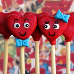It's almost Valentine's Day, meaning love is in the air and your cake pops. Make a batch of these cuties and gift to your sweet-toothed sweetheart. Valentines Day Cakes, Valentine Desserts, Valentine Treats, Valentines Cakepops, Cake Pop Stands, Cake Pops, Sugar Cookie Buttercream Frosting, Heart Cake Design, Cake Pop Designs