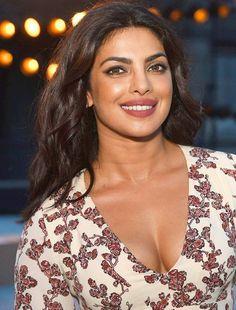 Priyanka Chopra Hot N Sexy Boobs & Cleavage Pics Indian Bollywood Actress, Bollywood Actress Hot Photos, Bollywood Celebrities, Actress Photos, Indian Actresses, Most Beautiful Indian Actress, Beautiful Actresses, Beautiful Celebrities, Photos Of Priyanka Chopra