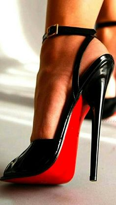 What a fabulous pair of shoes...    ~chicagobrunette~
