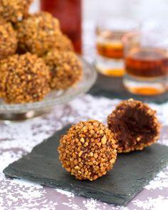 trufas-de-chocolate-y-avellana-caramelizada Cereal, Muffin, Breakfast, Food, Chocolate Truffles, Sweet Recipes, Desserts, Pan Dulce, Morning Coffee